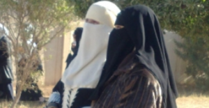 Niqash : Extremists are forcing Mosul's women to wear full facial veils.