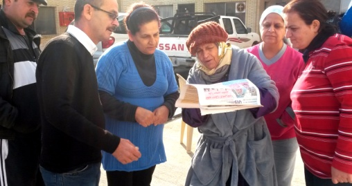Who to believe? Iraqis reading the news.