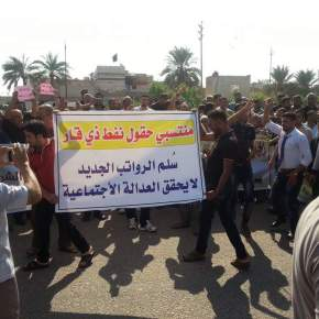 Oil Workers Unite and Protest the Decision to Reduce their Salaries