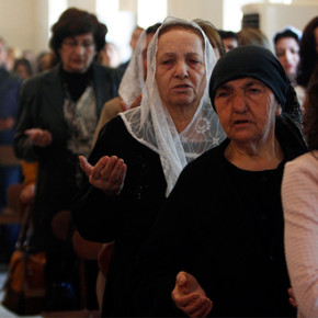 What is Abadi doing to Protect Iraq's Christians?